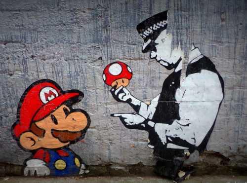 Banksy - Mario Bros con poliziotto