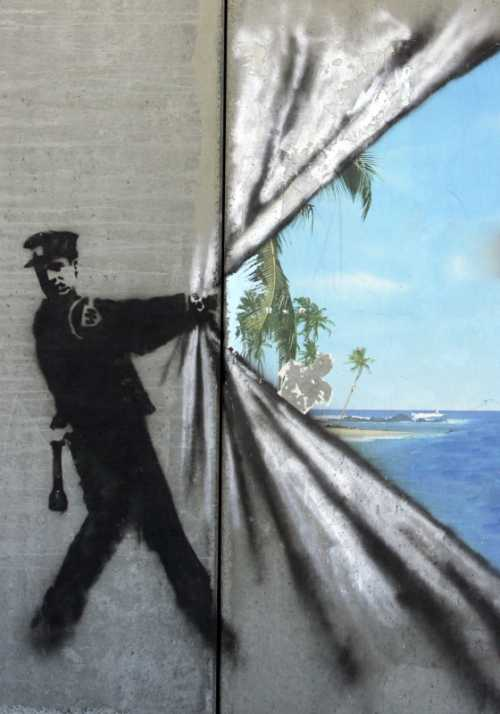 Banksy - Poliziotto e mare