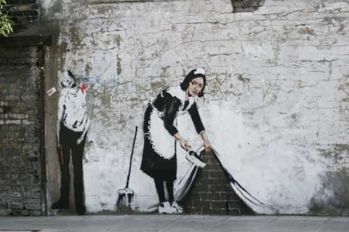 Banksy - Donna che pulisce