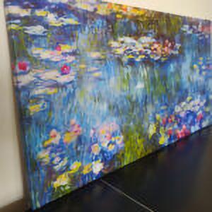 Canvas su misura con telaio in abete di cm. 3 x 4 con bordo riflesso. Gli ultimi cm dell'immagine sono riflessi nel bordo. La misura della stampata rimane integra.